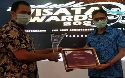 Eko Darmawan Terima Penghargaan dari Gubernur